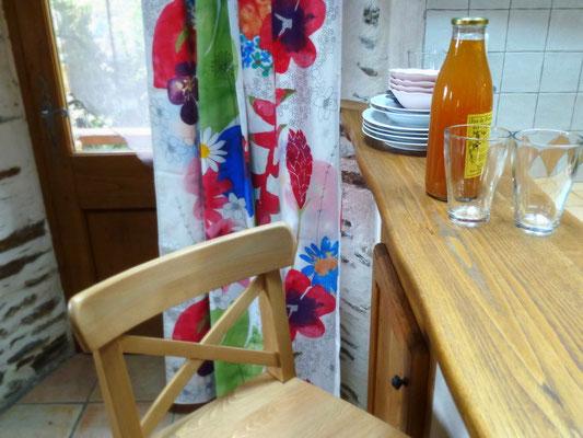 Le gîte de liou à l'intérieur entre séjour et cuisine.