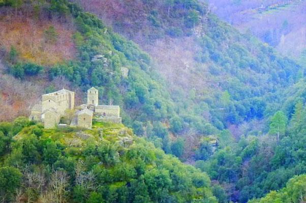Visiter les sites médiévaux : le chateau Saint Pierre à St Germain de Calberte