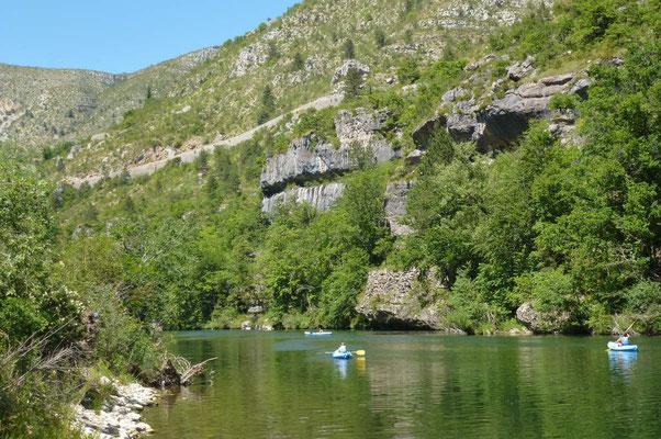 Se laisser glisser au fil de l'eau en Canoë ou Kayac dans les Gorges du Tarn