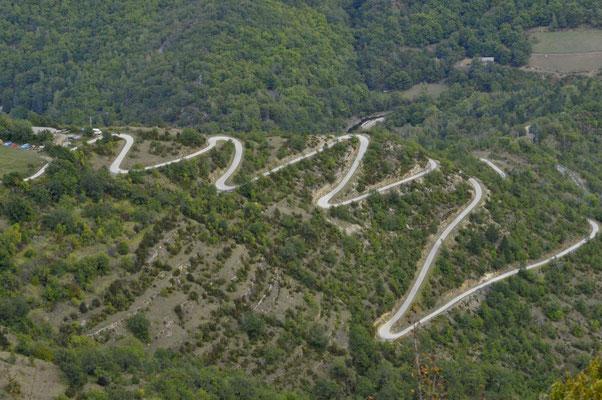Prendre les petites routes des Cévennes, monter, tourner