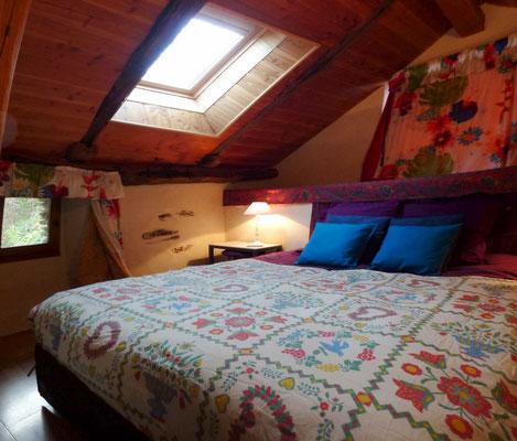 La chambre parentale possède un grand lit de 160