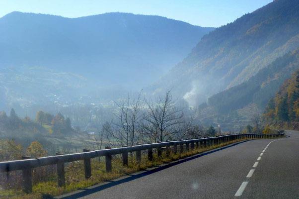 Prendre la route pour de nouvelles découvertes. On the road again...Nationale 106 à proximité de Florac