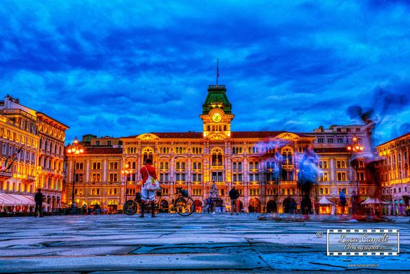 "Trieste - Piazza Unità d'Italia, ""Fluorescent Frenzy"". © Luca Cameli Photographer"