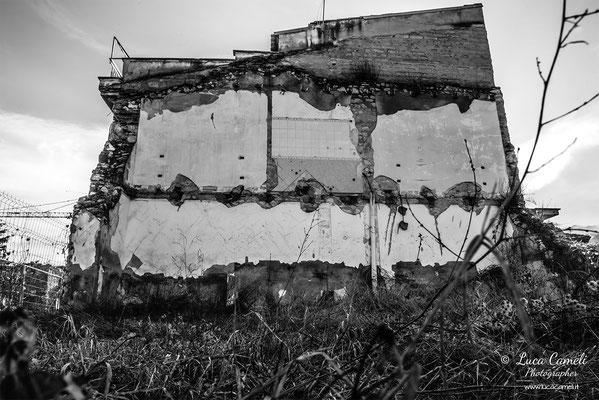 Terremoto L'Aquila 10 Anni Dopo - Onna, zona rossa