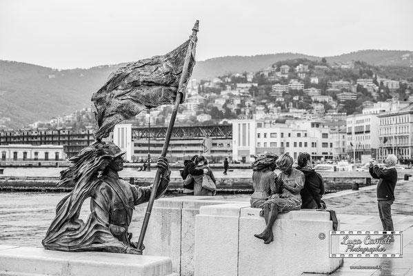 Trieste - Statua del Bersagliere, Le Ragazze di Trieste. © Luca Cameli Photographer