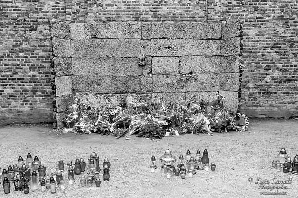 Auschwitz, muro di fucilazione. Per Non Dimenticare - 27 Gennaio - Giorno Della Memoria. © Luca Cameli Photographer