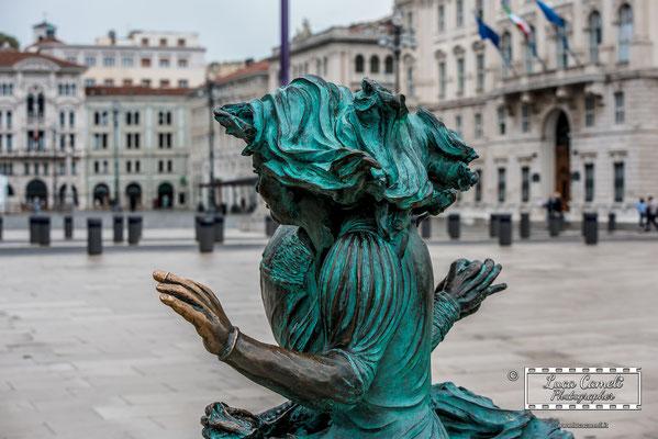 Le Ragazze di Trieste, Piazza Unità d'Italia - Trieste. © Luca Cameli Photographer