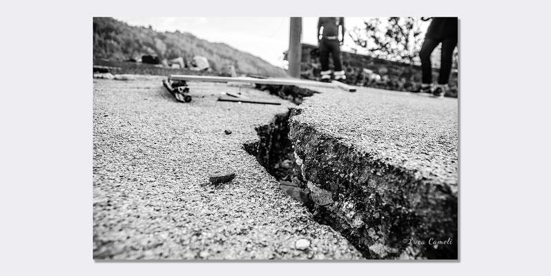 """Terremoto Centro Italia 2016 - Per Non Dimenticare, Arquata del Tronto - Selezionato """"Triennale Della Fotografia Italiana"""", Venezia 2017 ~ Palazzo Cà Zenobio. © Luca Cameli Photographer"""