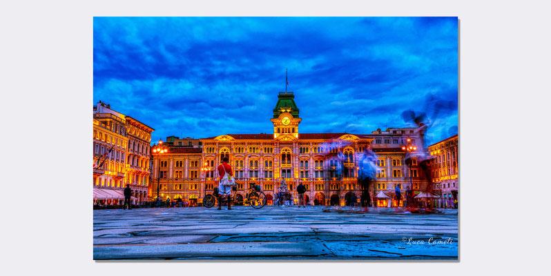 """""""Fluorescent Frenzy"""" Trieste - Piazza Unità d'Italia, Molo Audace. """"Festival DeSidera"""" 2021, Ass. Il Sestante. © Luca Cameli Photographer"""