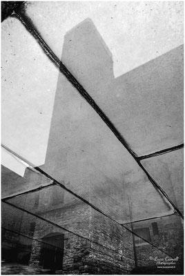 """Risiera di San Sabba. Impronta di metallo che raffigura dove c'era il forno crematorio. """"Impronta Nella Memoria"""" ~ Selezionato Biennale di Milano 2019 - Selezionato Photo VOGUE Italia - Selezionato VENICE INTERNATIONAL ART FAIR 2020 © Luca Cameli"""