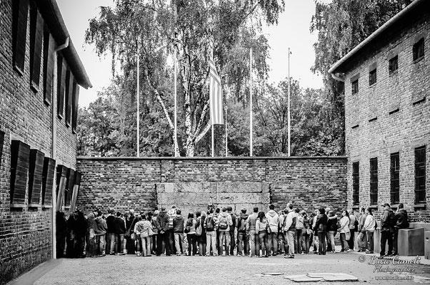 Auschwitz, muro di fucilazione.Per Non Dimenticare - 27 Gennaio - Giorno Della Memoria. © Luca Cameli Photographer