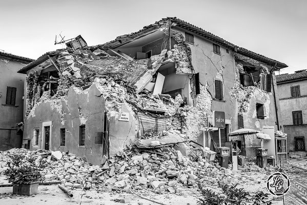 """MonoVisions Photography Awards 2021 conferito a Luca Cameli  per il reportage """"Per Non Dimenticare: Terremoto Centro Italia 2016"""". © Luca Cameli Photographer"""