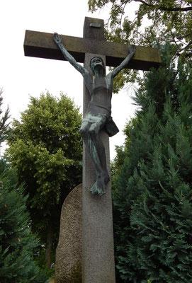 Pluwig. Das Bronzekreuz von Anton Nagel. Kriegerdenkmal