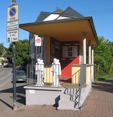 Trier Ruwer. Schrankenwärterstation bei km 2,5. Hier beginnt der Ruwer-Hochwald-Radweg.