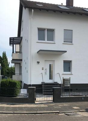 Praxiseingang der Praxis für Osteopathie in der Adolf-Kolping-Straße 22
