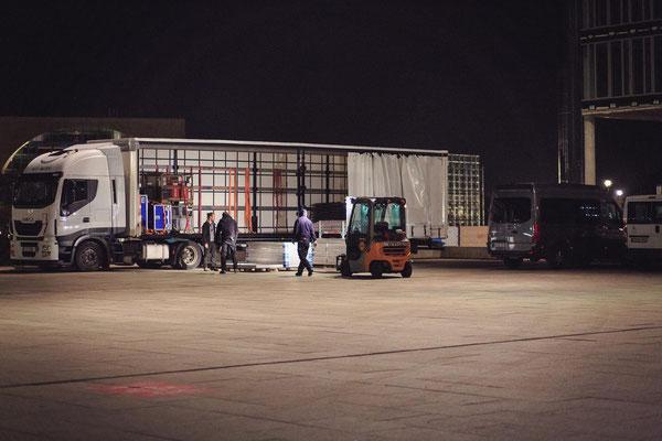 unsere Sattelzugmaschine bewegte insgesamt 10 Megatrailer Material