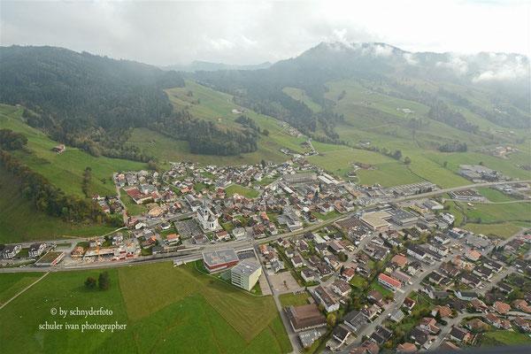 Fotos Helikopter-Rundflug als Copilot über Rothenthurm