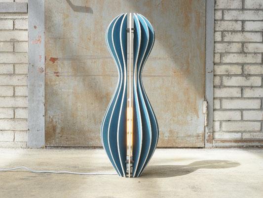 Stehleuchte Donna von L'unico Design in blau