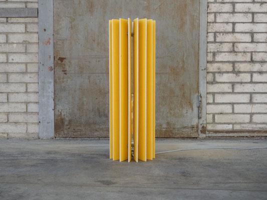 gelbe design sthlampe aus holz