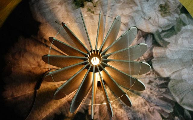 Salontisch mit Licht Ovale
