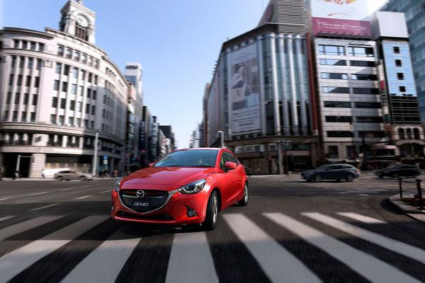 新型「デミオ」(日本仕様車)走行シーン