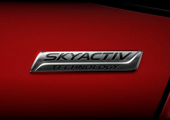 新型「デミオ」SKYACTIV バッジ(日本仕様車)