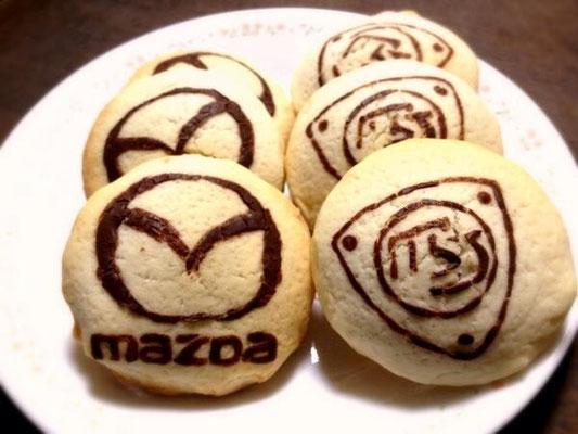22枚目は松田礼奈様のマツダロゴクッキー。中にはソウルレッドプレミアムメタリックをイメージしたイチゴジャムが詰まっています!
