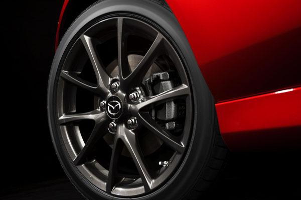 Bridgestone® Potenza RE05A 205/45R17 84Wタイヤ&17インチアルミホイール(ダークガンメタリック塗装)