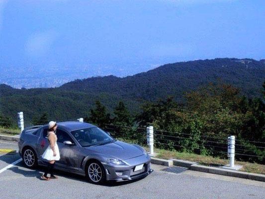 16枚目も松田礼奈様の愛車RX-8。礼奈様とのツーショットです。