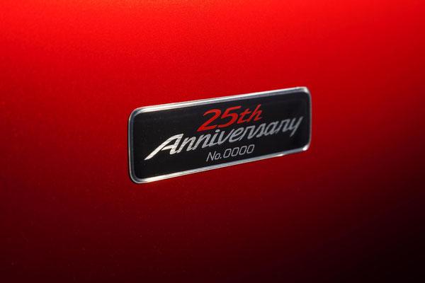 25th Anniversaryエンブレム(シリアルナンバー付)