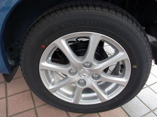 ホイールは専用設計。タイヤも低燃費タイヤを使用しています。