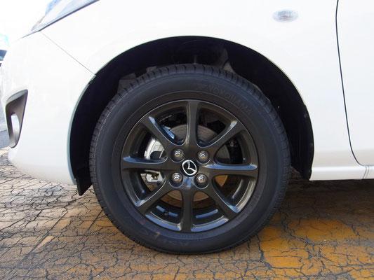 175/65R14 82Sタイヤ&14インチアルミホイールは専用のガンメタリック塗装