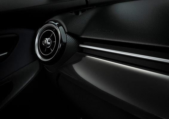 新型「デミオ」デコレーションパネル(日本仕様車)