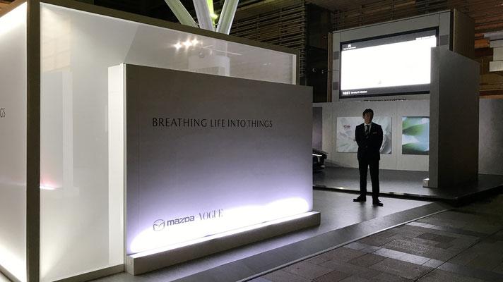 マツダスタンド外観。今回のテーマ「Breathing Life Into Things(モノに命を吹き込む)」が書かれています。