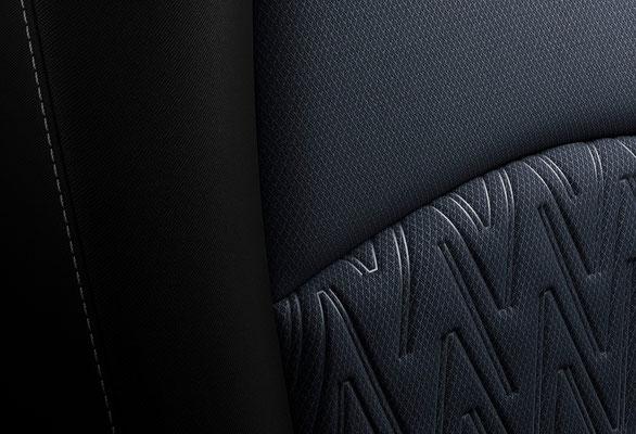 新型「デミオ」シート 黒布(日本仕様車)