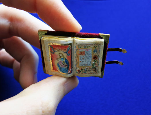 Rothschild's Book of Hours, manuscript created arouns 1505 considered a masterpiece of Renaissance (2,1x2,9 cm).
