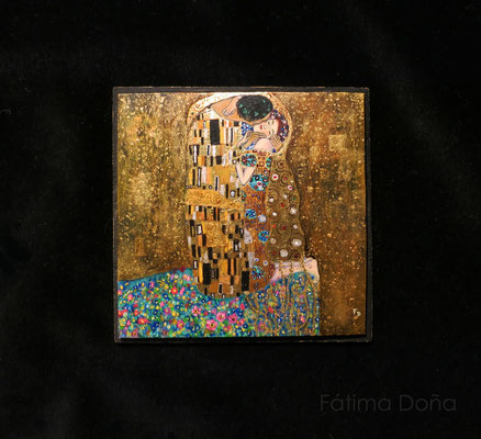 The Kiss, Gustav Klimt, oil and gold leaf on synthetic ivory 9,5 x 9,5 cm