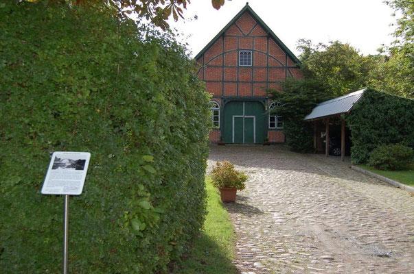 Auffahrt Hof Wiese