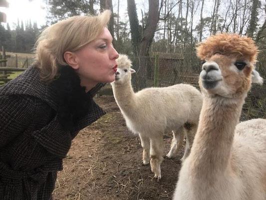 """""""Bekomme ich einen Kuss von dir, Dór? """" """"Langsam Valerie, noch bestimme ich, wer wen wann küsst""""."""