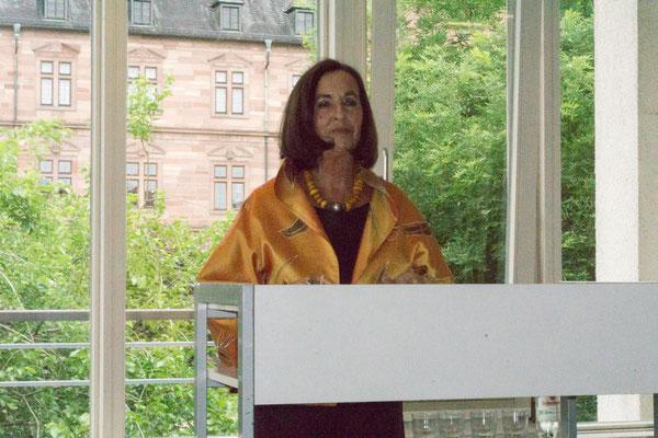 Elisabeth Claus - 1. Vorsitzende des Neuen Kunstvereins Aschaffenburg, sprach für den Fotoclub Kleinostheim