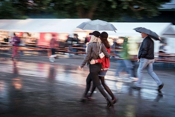 Claus Fries: Durch den Regen
