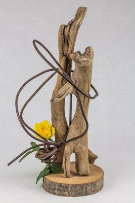 Umschlungen ( Ikebana von Karin Teske )