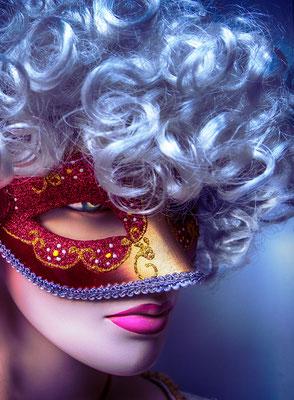 Gerold Slama: Mit Maske und Perücke