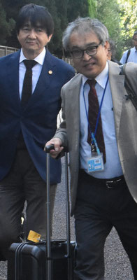 第13回口頭弁論 本人尋問を終えて裁判所を出る植村隆氏と吉村功志弁護士 2018.9.5