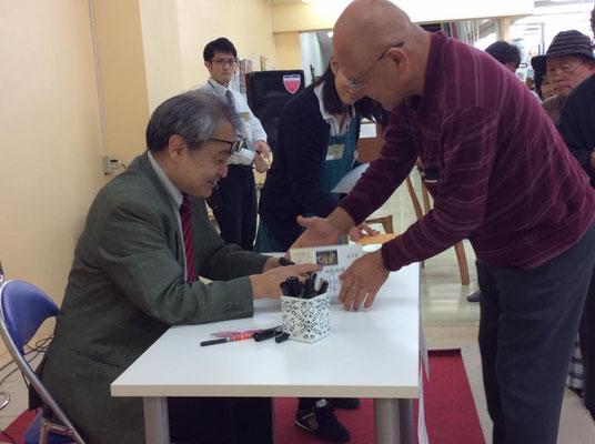 沖縄講演ツアー 那覇市の書店で 2017.2.3