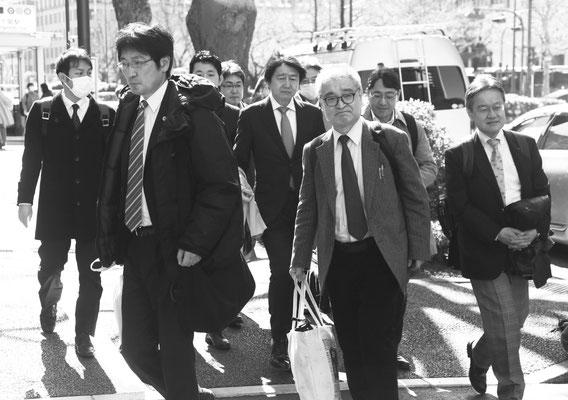 控訴審判決 裁判所に入る植村隆氏と弁護団 2020.3.3
