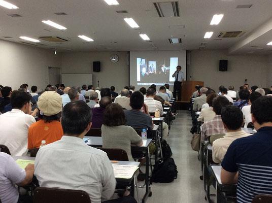 植村氏は全国各地に招かれ講演会を開いた (写真=札幌市で 2016.8.15)