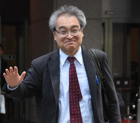 第12回口頭弁論後、裁判所を出る植村隆氏 2018.4.25