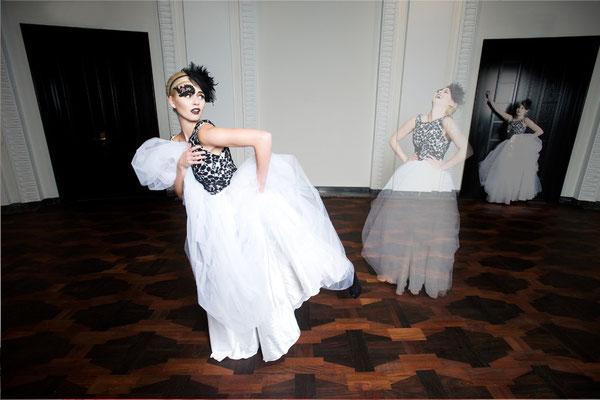 schwarz/weißes Brautkleid Foto: Nancy Heusel