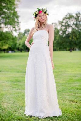 """Brautkleid aus Bio Baumwolle mit romantischer Rosenspitze """"Mondenblüte"""""""